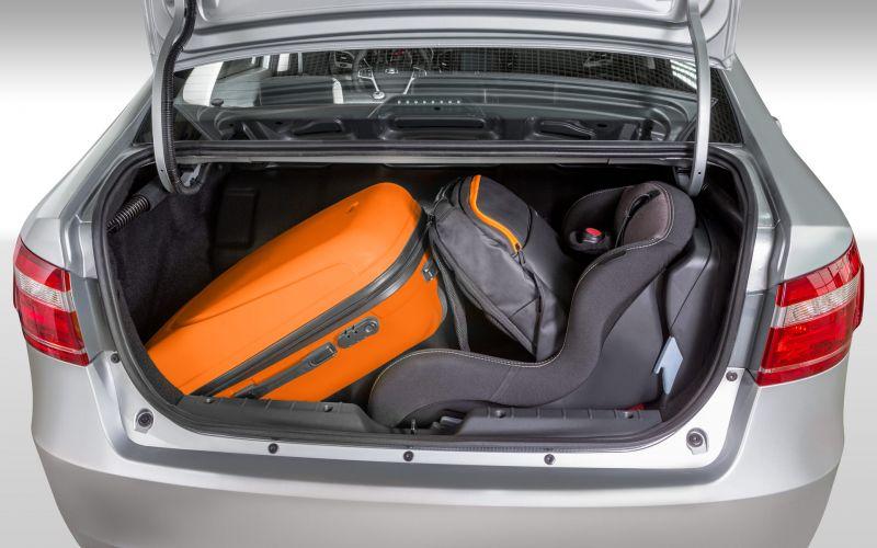 Обзор LADA Vesta CNG: фотографии интерьера и экстерьера авто