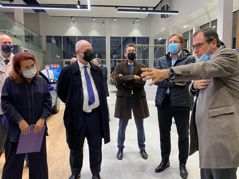 Делегация Dacia-LADA во главе с Дени Левотом посетила ДЦ ''Иж-Лада''