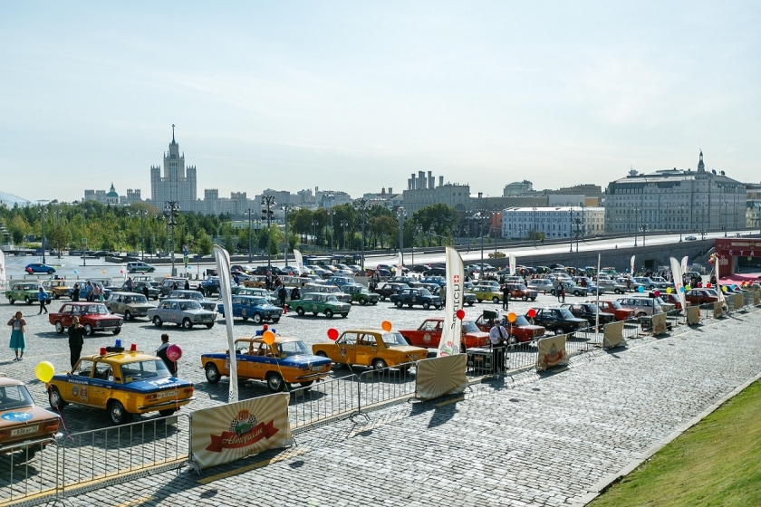 100 автомобилей LADA приняли участие в ГУМ-Авторалли