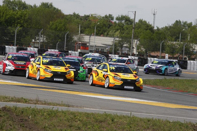 Спортивная LADA Vesta успешно дебютировала в Российской серии кольцевых гонок