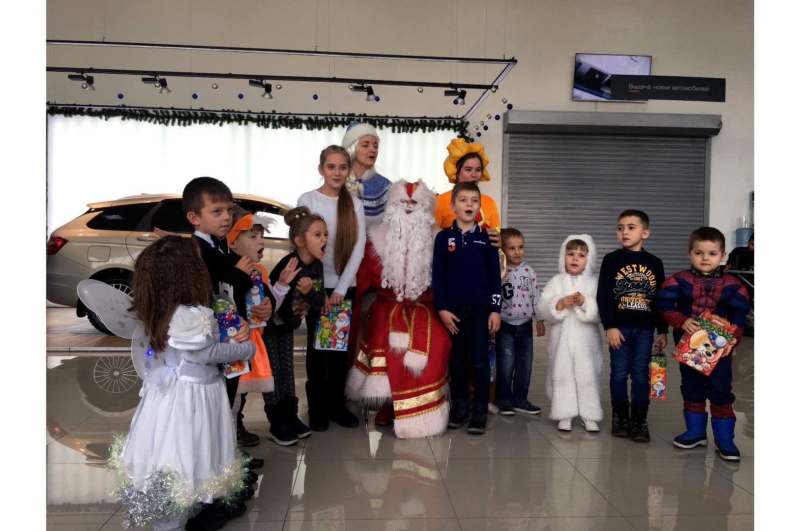 В ДЦ Симферополь Лада прошла новогодняя ёлка для юных симферопольцев