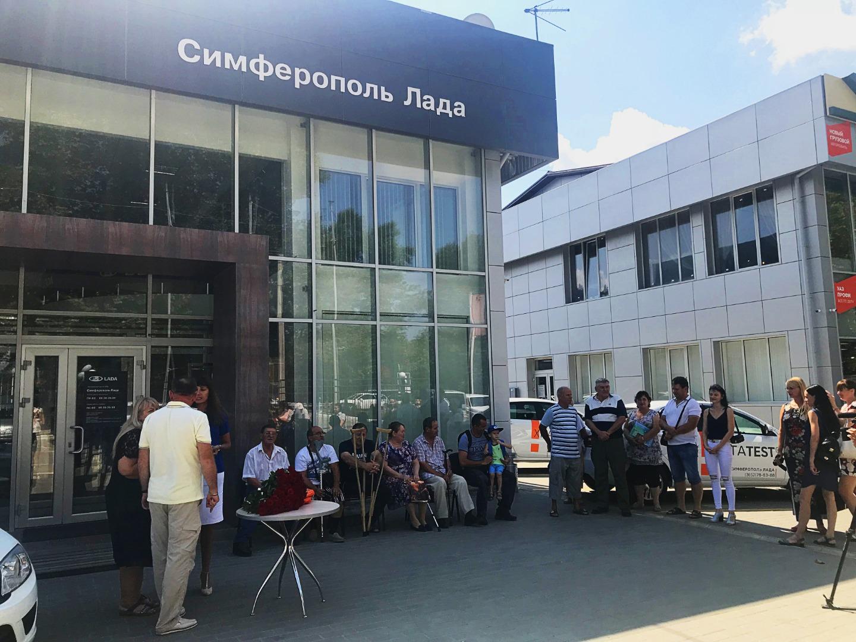 ДЦ Симферополь Лада торжественно выдал автомобили людям с ограниченными возможностями
