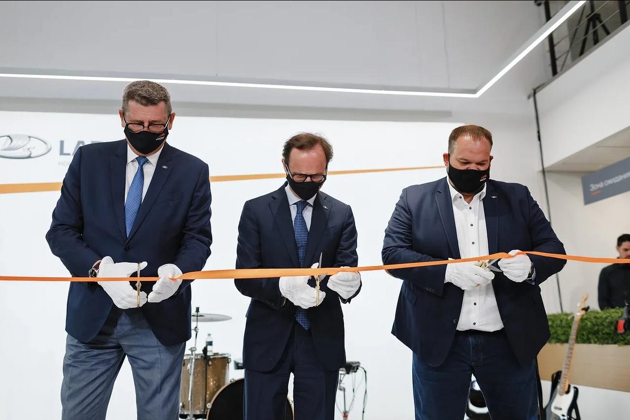 Фастар - открылся новый дилерский центр LADA в Новосибирске