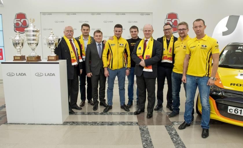 Николя Мор поздравил пилотов LADA с победой в кольцевых автогонках и ралли